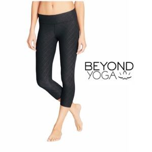 'Beyond Yoga Essential' Quilted Capri Leggings